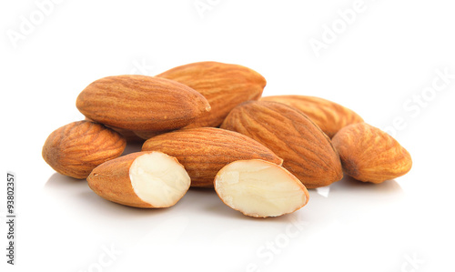 Photo almonds on white background