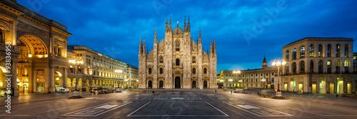 Deurstickers Milan Domplatz in Mailand Italien mit Dom und Triumphbogen der Galleria Vittorio Emanuele II Panorama