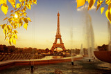 Fototapeta Fototapety z wieżą Eiffla - Eiffel Tower (La Tour Eiffel) with fountains. Beautiful sunset landscape in Paris.