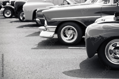 classic-cars-parked-in-a-row
