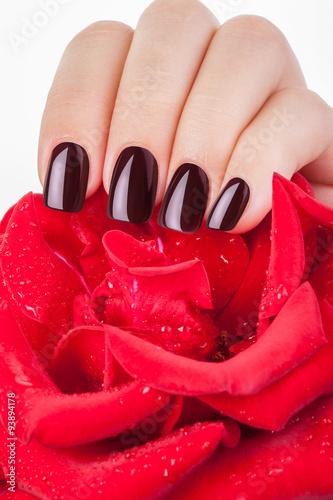 Photographie  Rouge foncé vernis à ongles.