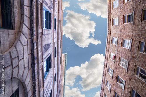Obraz na płótnie Stare budowle widziane od dołu