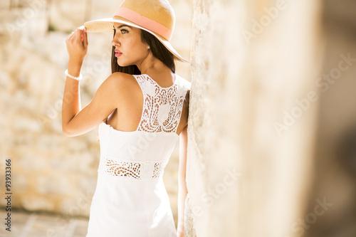 Fotografia, Obraz  Pretty young woman in white dress