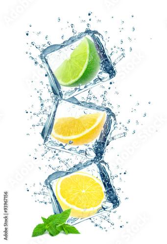owoce-cytrusowe-i-krople-kostek-lodu
