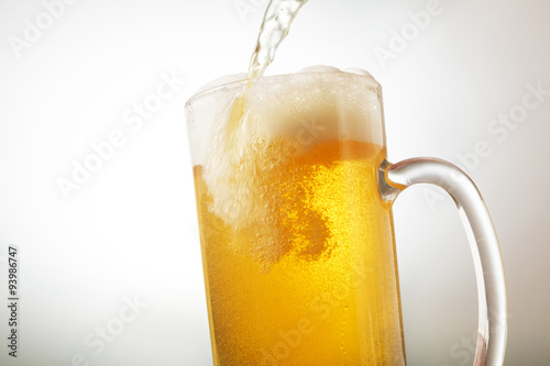Fotomural  ビール Beer into glass