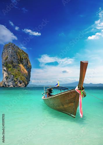 Fotografie, Obraz  Longtale čluny na krásné pláži, Krabi, Thajsko