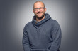 canvas print picture - Freundlicher attraktiver Mann mit Brille