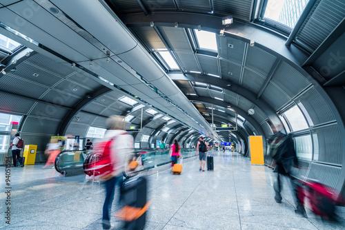 Foto auf AluDibond Bahnhof Blurred people in a futuristic walkway