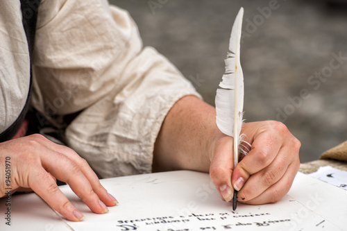 Photo hands writing a letter with a plume