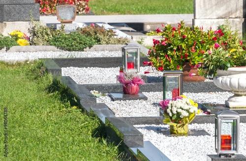 Keuken foto achterwand Begraafplaats Gepflegte Gräber auf dem Friedhof