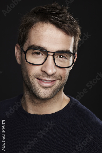 Fototapety, obrazy: Man smiling in glasses, close up