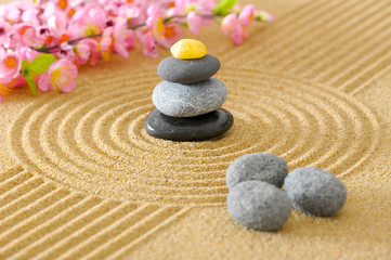 Fototapeta na wymiar Japanischer ZEN Garten in Sand mit Steinstapel