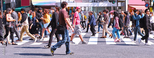 Fotografie, Tablou  横断歩道を歩く群衆