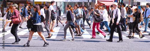 Fototapeta 横断歩道を歩く群衆  obraz