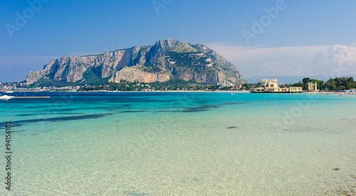 La pose en embrasure Palerme Panoramic view of Mondello shoreline, Sicily, Italy.