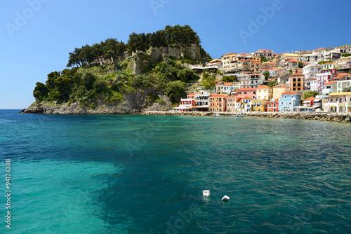 Foto auf AluDibond Stadt am Wasser Parga, Greece