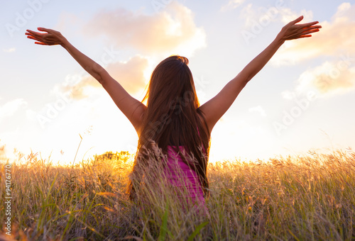 Fotografia  Woman feeling free in a beautiful natural setting.