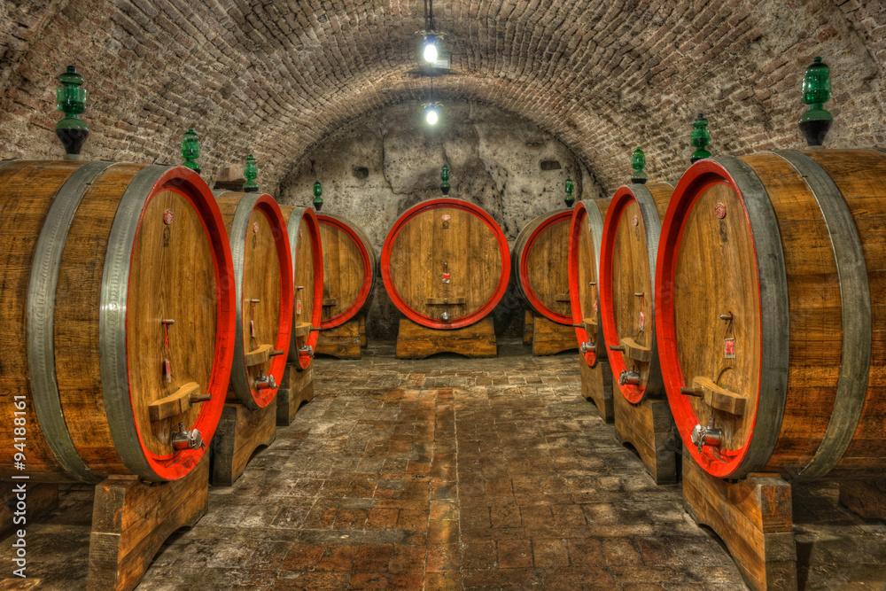 Fototapety, obrazy: Piwnica z beczkami wina, Toskania