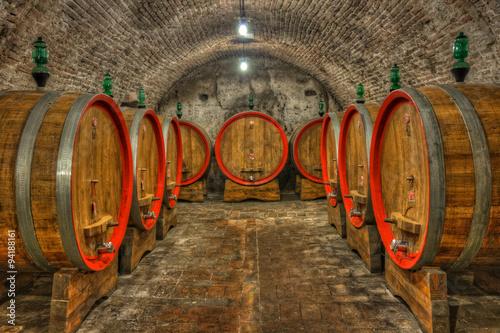Obraz Piwnica z beczkami wina, Toskania - fototapety do salonu