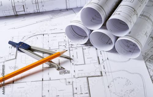 plany-architektury-z-kompasem