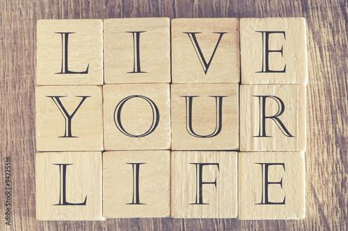 Fotografie, Obraz  Dřevěné dopis kostky tvořící žít svůj život zpráva