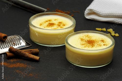 Fotomural custard puddings
