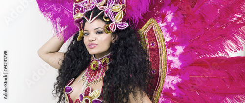 Papiers peints Carnaval Samba dancer wearing traditional pink costume while posing lette