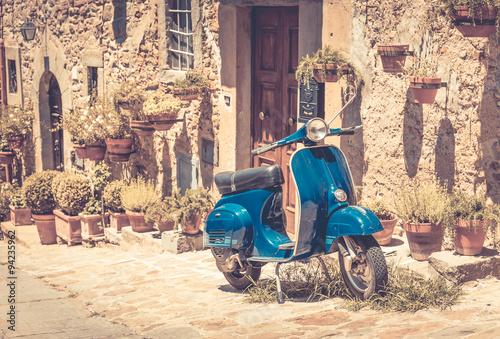 Scooter in Tuscany © Maciej Czekajewski