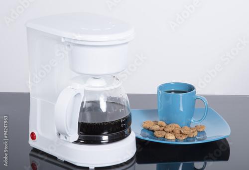 Fotografie, Obraz  Cafetera con taza de café y Galletas dulces.
