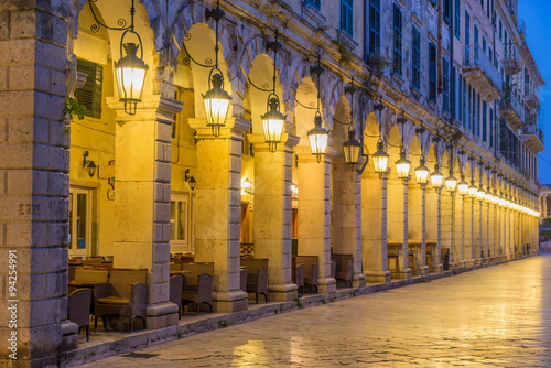 obraz dibond The historic center of Corfu town at night