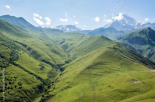 widok-z-lotu-ptaka-w-wielkich-kaukaz-gorach-z-gora-kazbek-gruzja