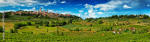 Foto  Panoramic view on San Gimignano, one of the nicest villages of Italy
