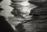 niski klucz obraz wzoru fal morskich, czarno-biały. - 94357157