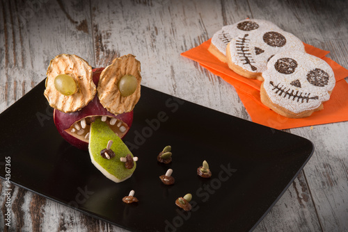 Dolci Halloween.Frutta E Dolci Halloween Decorati Buy This Stock Photo And Explore