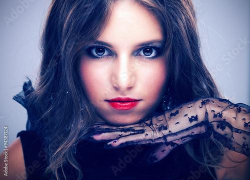 fototapeta na lodówkę Fashion portrait of a young woman