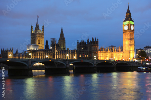 Papiers peints Londres Big Ben und Palace of Westminster in London bei Nacht