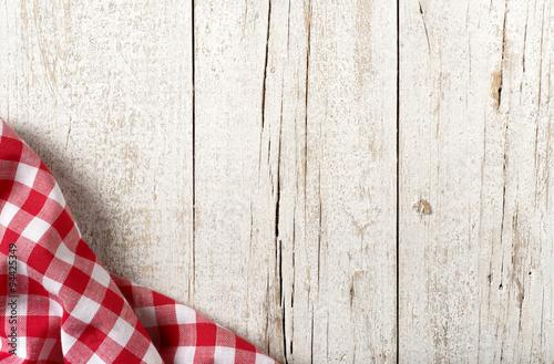 Fotografía  Mesa de la cocina con el paño rojo