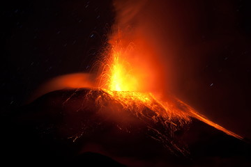 Tungurahua Erupting Horizontal