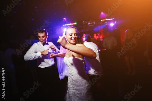 Küchenrückwand aus Glas mit Foto Tanzschule Beautiful wedding dance