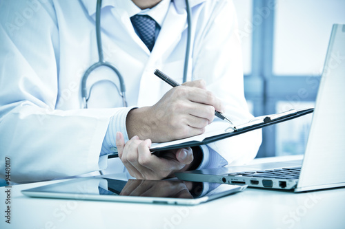 Fotografia  Close-up of a medical worker with laptop