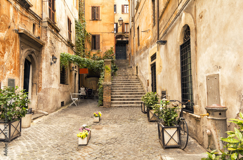Photo Stands Rome romantic alley in old part of Rome, Italy