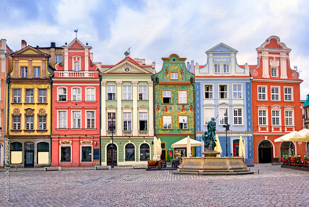 Fototapety, obrazy: Colorful renaissance facades on the central market square in Poz