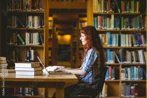Fotografia  Mature student studying in library