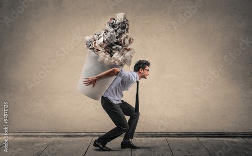 Fotografía Employee carrying a huge trash bin