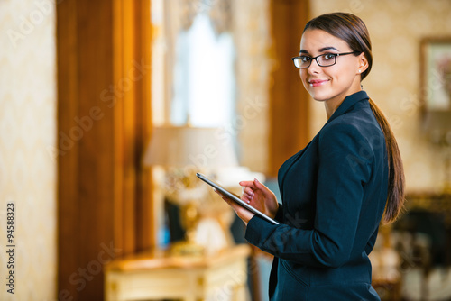 Fotografía  Concept for businesswoman in expensive hotel