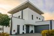 Leinwanddruck Bild - Extravagantes Wohnhaus
