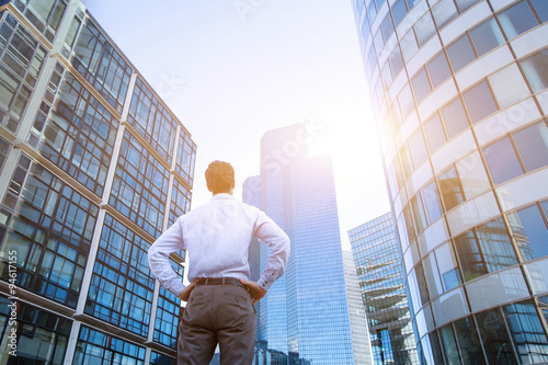 Fotografía  career concept, business background, man looking at office buildings