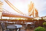 Fototapeta Londyn - cafe in London in sunny day