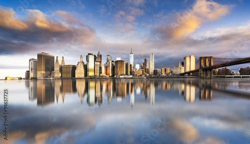Foto op Plexiglas New York TAXI New York City - beautiful sunrise over manhattan with manhattan and brooklyn bridge USA
