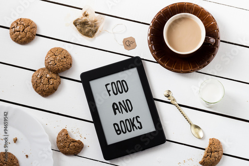 Cuadros en Lienzo Eating and E-Reading